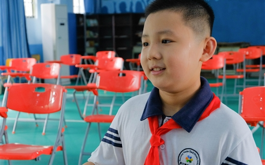 """南宁版""""小鹿晗""""自信挑战校园主播:我和他一样帅!"""
